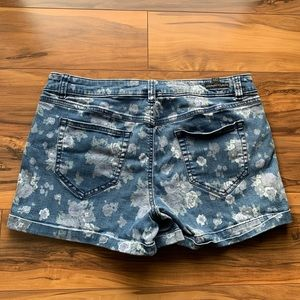 Lauren Conrad printed floral shorts 10